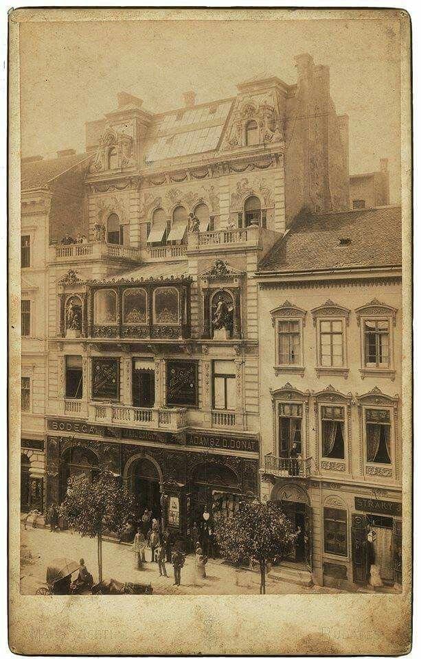 A NAP FOTÓJA / PHOTO OF THE DAY  Fotó: Mai Manó felvétele a műteremházáról, a felépítést követő első évben.1895. albumin, kabinetportré, magántulajdon