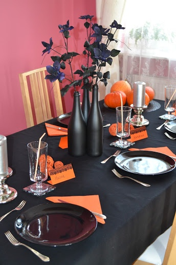 Halloween Party table the bottles look cheap and easy, can use old wine bottles