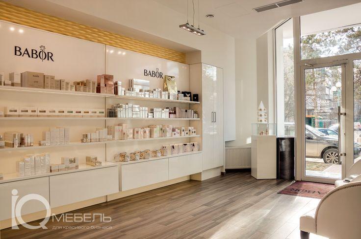 Гардеробный шкаф и витрины для косметики. Салон красоты «Вabor Beauty SPA» в Краснодаре