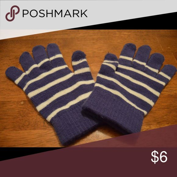 🎄SALE🎄Purple and white gloves Slightly worn youth or women's gloves. Was $6 now $5 Accessories Gloves & Mittens