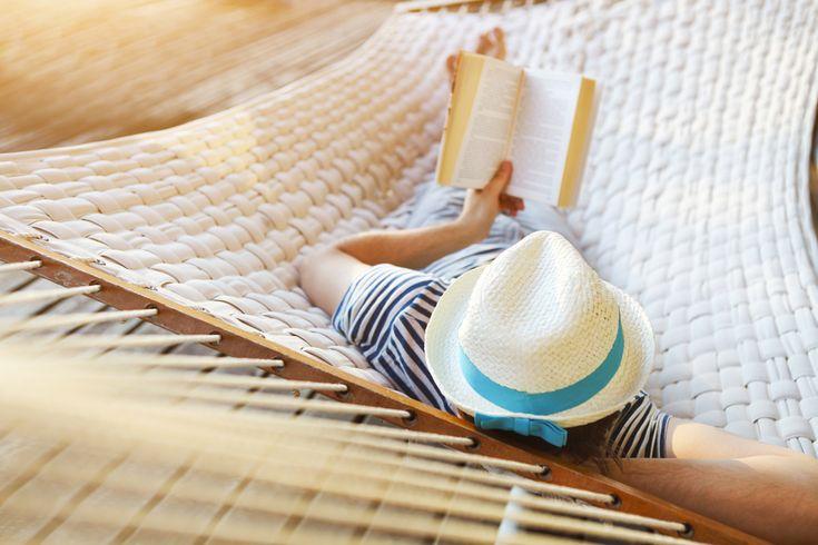 Самый доступный рецепт #долголетие - #чтение http://lnk.al/2wXy Что-то я не удивлён))   Чтение способно продлить жизнь независимо от пола, финансового благополучия, уровня образования и медицинского обслуживания. Такое заявление сделала ученые из Йельского университета (США), проанализировав данные о 3635 людях старше 50 лет. Исследование показало, что больше всего книг читают женщины с высшим образованием и высокими доходами.    Как оказалось, люди, проводящие за книгой более трех с…