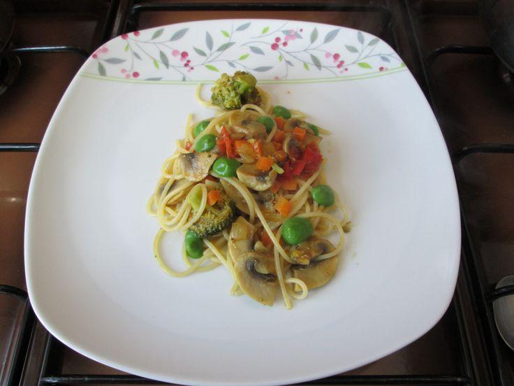 Spaghetti in un curry di verdure  Gino D'Aquino