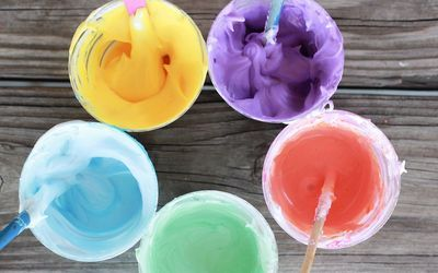 Como hacer pintura casera con crema de afeitar y pegamento