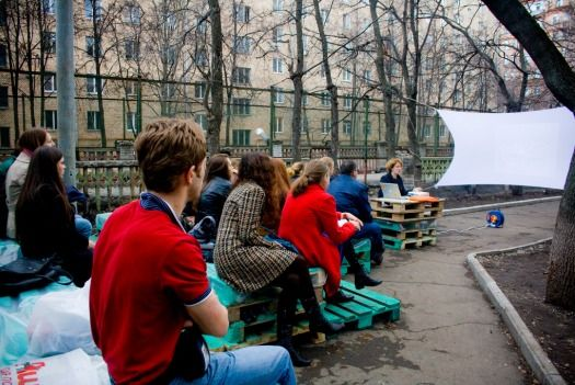 DIY Traveling Pop-Up Cinema Occupies Moscow Courtyards