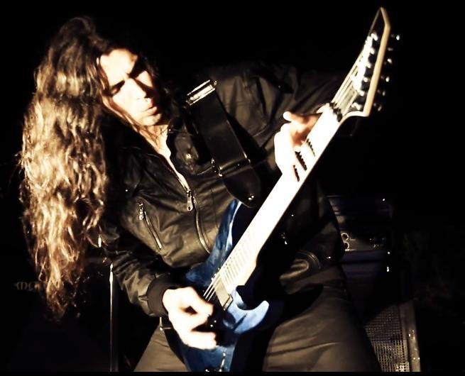 Olá, pessoal do Guitar Battle!Na lição de hoje, nós iremos abordar um assunto que é de muita valia ao pessoal que é um tanto quanto inciante no que diz respeito ao estudo da guitarra: a distribuição d enotas no braço da guitarra e ...