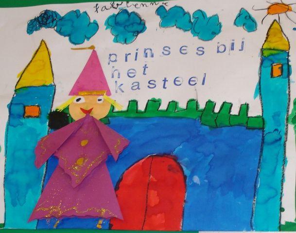 * Allereerst tekenen de kinderen met wasco een kasteel. Vervolgens verven zij dit in met verschillende kleuren ecoline. De prinses is gevouwen. 1-2