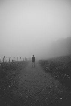 Con una completa depresión de alma… Con una sensación glacial, un abatimiento, una nausea en el corazón, una irremediable tristeza de pensamiento que ningún estimulo de la imaginación podía impulsar a lo sublime Edgar Allan Poe