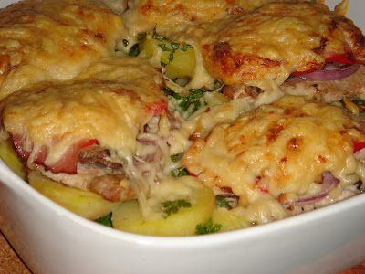 Nem vagyok mesterszakács: Frissen sült karaj színes zöldségekkel, sajttal, vajas-petrezselymes krumpliágyon, cserépben sütve