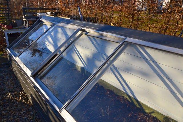 Cattis och Eiras Trädgårdsdesign: Ny kalldrivbänk av gamla fönster från en inglasad balkong - mars 2014