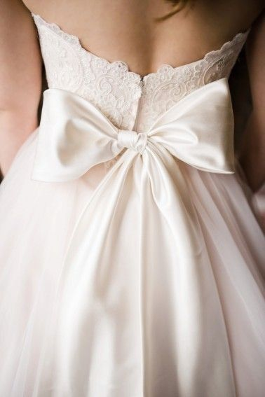 love bows on the back of wedding dresses