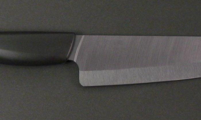 Czy wiedzieliście, że Kyocera to również wiodący producent ceramicznych noży kuchenneych? Przestawiamy profesjonalny ceramiczny nóż szefa 18cm FK-180BK-BK z czarnym ostrzem wykonanym z węglika cyrkonu (ZrC),