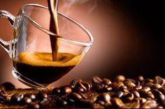 Já te mostramos qual é a cafeteira mais indicada para você, te contamos sobre as vantagens de moer os grãos - e de ter um moedor em casa -, apresentamos algumas formas de tornar o efeito do seu caf...