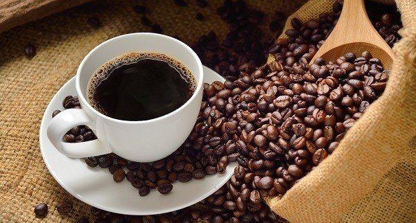El café es una bebida que contiene cafeína y se suele tomar en el desayuno, después de las comidas o en las meriendas. Existe diferentes tipos de café.