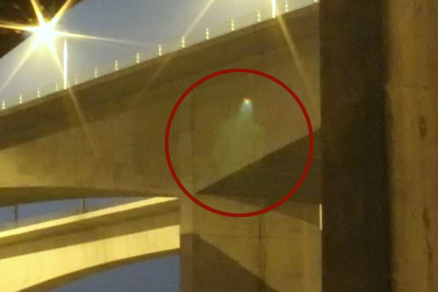 Real Ghost Pictures: The Falling Man of The M2 Bridge