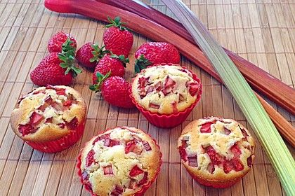 http://www.chefkoch.de/rezepte/1376841242805914/Erdbeer-Rhabarber-Muffins.html