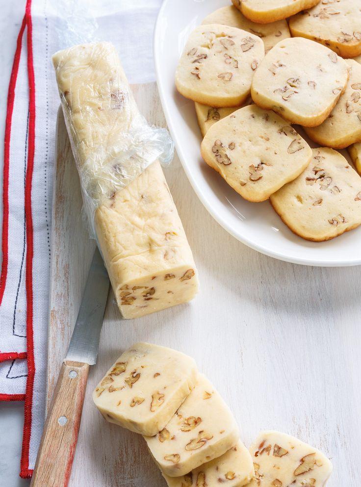 Biscuits congélo aux pacanes | Ricardo500 ml (2 tasses) de farine tout usage non blanchie 1 ml (1/4 c. à thé) de sel 250 ml (1 tasse) de beurre non salé, ramolli 250 ml (1 tasse) de sucre à glacer 1 oeuf 250 ml (1 tasse) de pacanes, concassées