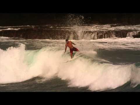 Atleta Greenish Patrick Tamberg durante surf treino em Fernando de Noronha-PE.  Picos das imagens: Quixaba e Caimba do Padre.  Imagens: Chico Bala   Edição: Victor Benigno