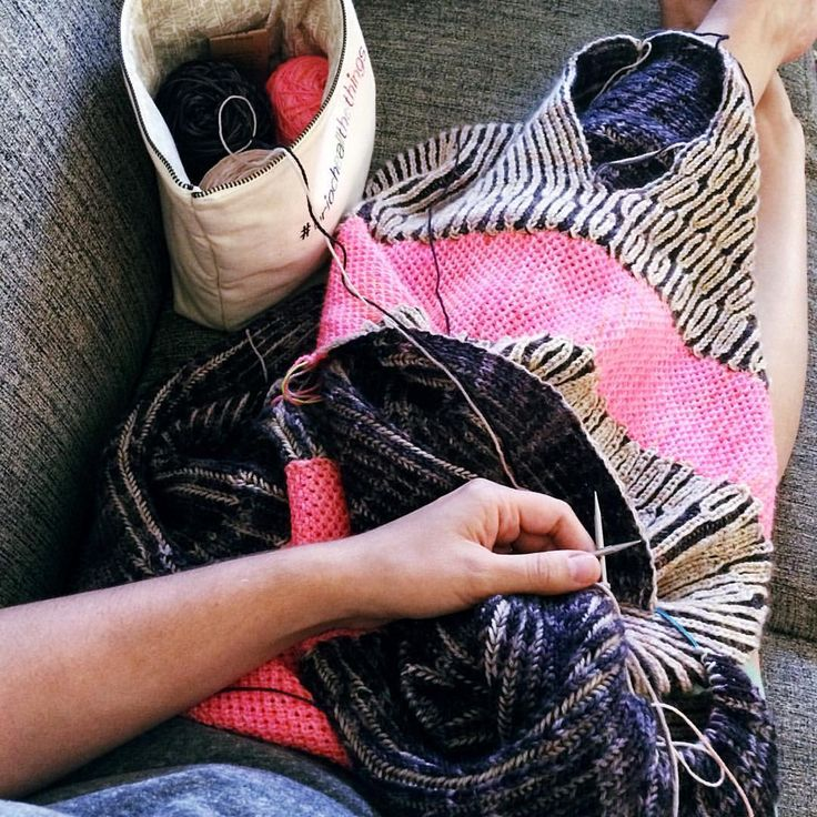 """0 Likes, 1 Comments - Lesley Anne Robinson (@knitgraffiti) on Instagram: """"Long weekend plans. [Thank goodness for air conditioning. #wipblanket] . Hope you are all enjoying…"""""""