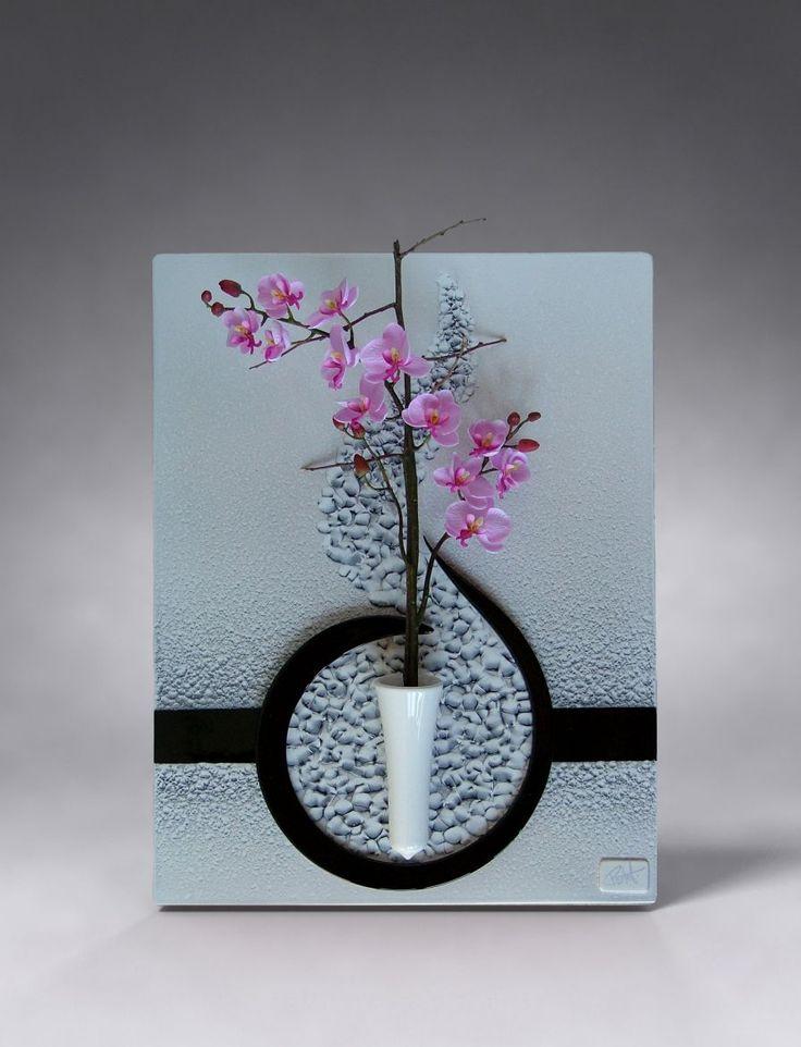 Ceramics.  J'ai craqué pour ce magnifique tableau soliflore en céramique (sans la fleur !)  de Patrick Protet.  Le fond comporte comme des bulles, avec un très léger relief, c'est superbe.