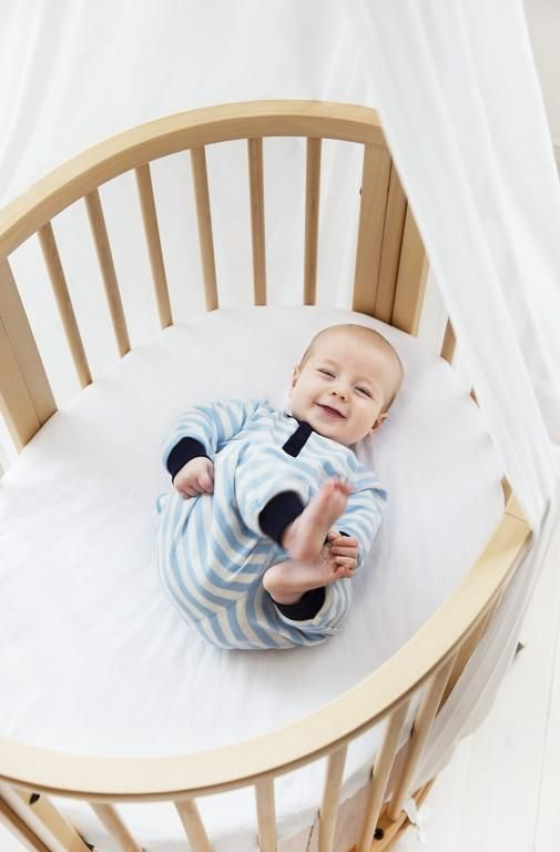 Height adjustable mattress bottom makes lifting baby in and out easier. Stokke Sleepi Mini Crib