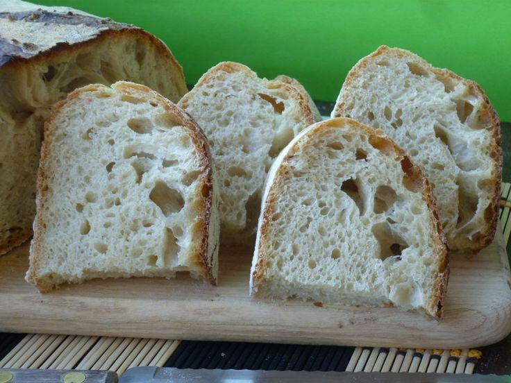 il pane di farro e semola , è un pane preparato con lievito madre e con il metodo dell'autolisi che conferisce al pane leggerezza e croccantezza