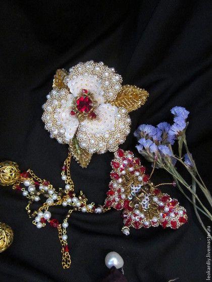 Купить или заказать Парные броши 'Я за тобою следую тенью.....' в интернет-магазине на Ярмарке Мастеров. Парные броши 'Я за тобою следую тенью...' это яркая сочная бабочка-красавица и нежный кружевной цветочек, их можно носить по отдельности (цепочка снимается), брошь - цветочек можно носить как подвеску или кулон (на изнаночной стороне имеется для этого…