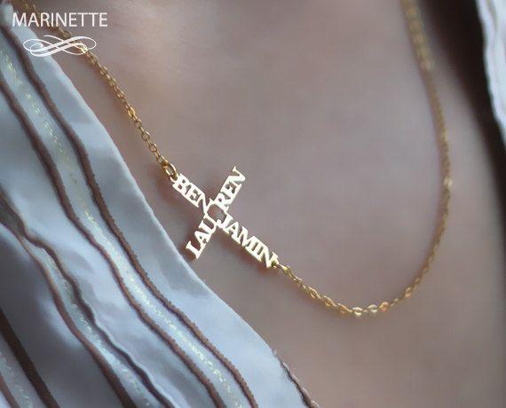 Seitwärts Namen Kreuz Halskette  von MarinetteJewelry auf Etsy