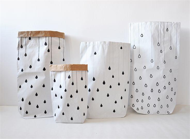 Krople / deszcz #paperbags #storage #kidsdesign #szaryfika #blackandwhite #handpainted #rain #raindrops