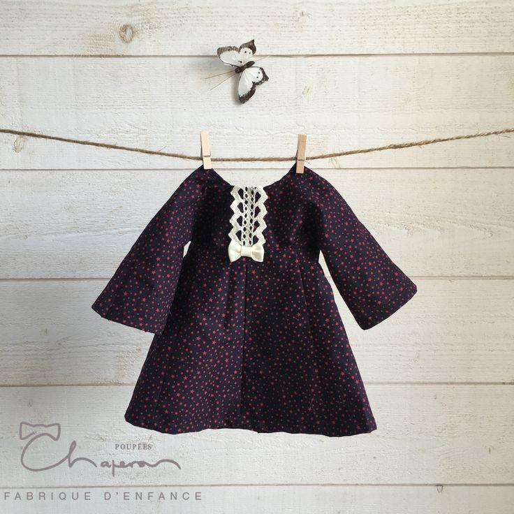 Robe coton bleu marine imprimé étoiles rouges #PoupéesChaperon #poupéesWaldorf