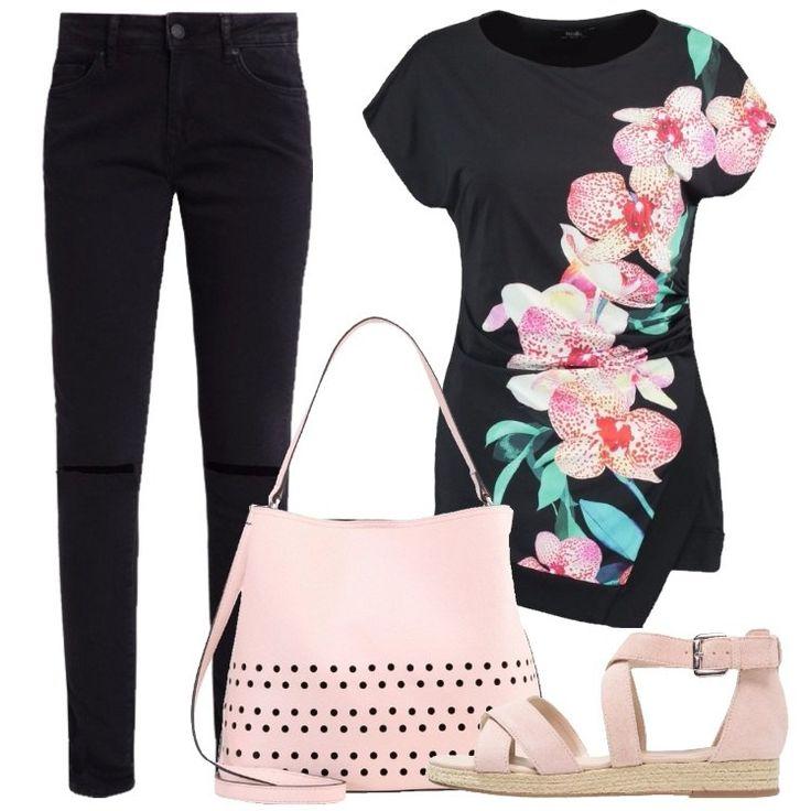 Loutfit è composto da una t-shirt nera con stampa con scollo tondo, un paio di jeans neri a vita normale, un paio di sandali rosa e da una borsa in fintapelle.
