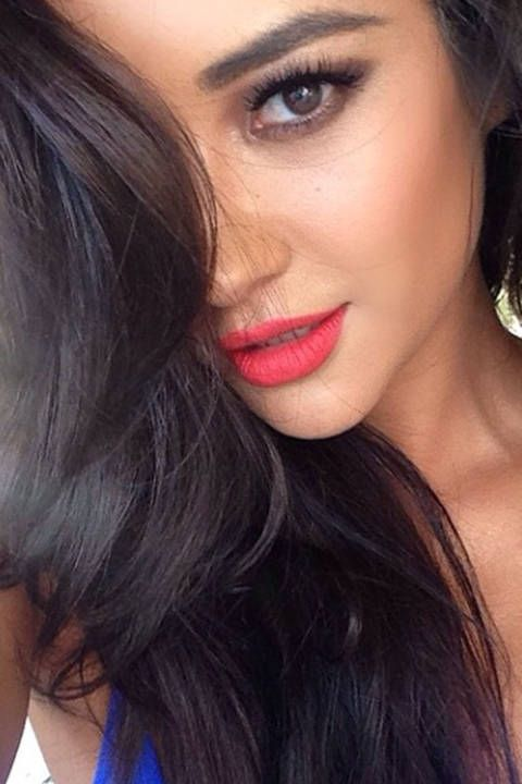 The 200 Best Celebrity Selfies | Pink lips, Shay mitchell ...