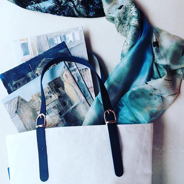 Our #rinia #classic is forever elegant - and, also, blue ✨ #saltybag #kalistonart #greekdesigners #design #bag #tote #painting #art #silk #scarf #greece #corfu @athymi @kalistonart