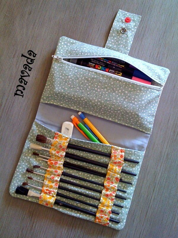 could make to carry crochet hooks and embroidery floss