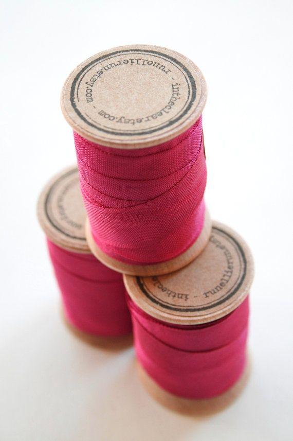 Matière et tissu viscose propriétés étymologie définition du mot viscose de bambou naturelle ou synthétique, de la maille viscose et textile.