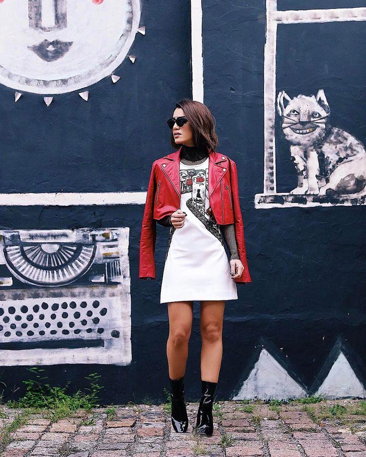 Vestido PeB com jaqueta vermelha - Camila Coelho