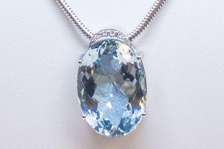 Stahlblauer Aquamarin von 32ct in bester Qualität  #etsy shop: Aquamarin 32cts in 18kt Weissgold und Brillanten — Anhänger mit Kette #jewellery #necklace #blue #gold #aquamarine #lovefriendship