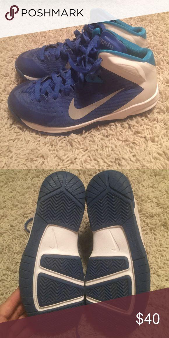 Nike youth basketball shoes sz 5.5Y Like New Nike youth basketball shoes sz 5.5Y Like New Nike Shoes Sneakers