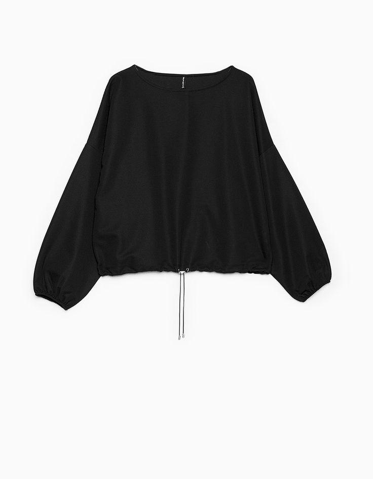 https://www.stradivarius.com/pl/kobieta/ubrania/bluzy/bluza-boxy-z-tkaniny-typu-pika-c1390553p300126023.html?colorId=001
