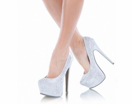 Женская обувь на высоких каблуках фотографии