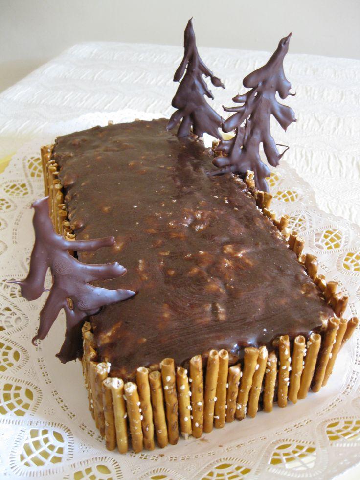 Kőfal torta. Walnut and chocolate birthday cake.