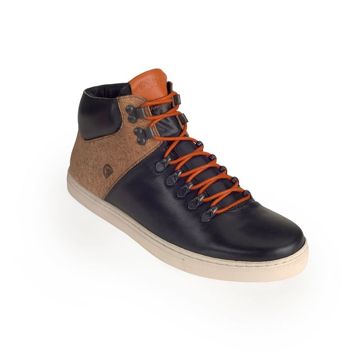 Super comfortable casual boot made of leather and cork, designed for the urban use.