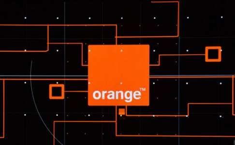 Orange are in acest Weekend Promotiile cele mai Bune pentru Telefoane de Valentine's Day!