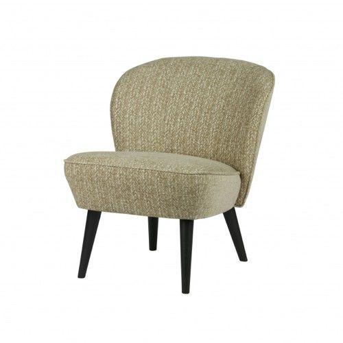 Fauteuil Suze past perfect in het interieur van nu. Deze fauteuil heeft een warm dessin en is bekleed met een luxe stof bestaande uit 70%pac/15%pes/15%co in een warme groene kleur. Ideaal als eyecatcher in de zithoek of perfect voor een leeshoek, want Suze zit heerlijk. De poten zijn van berkenhout in de kleur zwart. De zithoogte is 43 cm en zitdiepte is 50 cm.