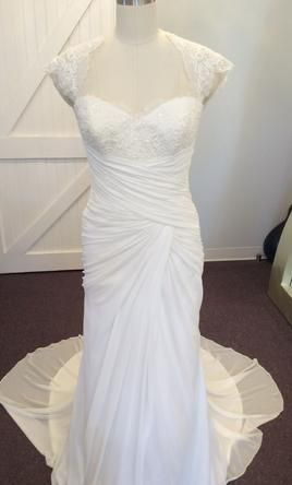 Sample Pronovias Padan Wedding Dress $399 USD. Buy it PreOwned now and save 65% off the salon price!