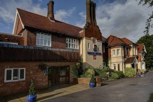 Best Western Birch Hotel Haywards Heath Situated in the peaceful West Sussex town of Haywards Heath, Best Western Birch Hotel features a courtyard restaurant and is located just 13 miles from Brighton's bustling city centre.