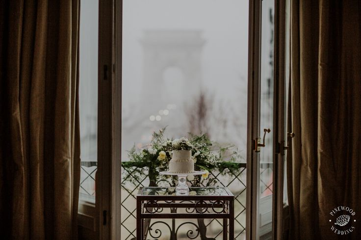 winter wedding/ Budapest/ anemone