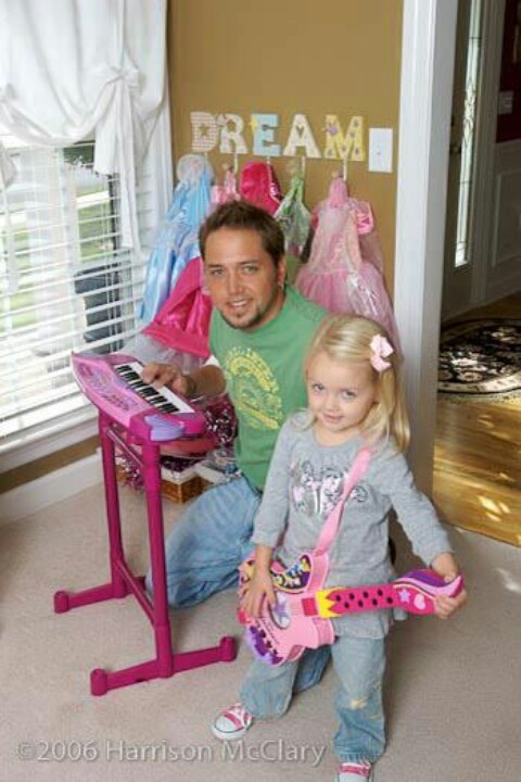 Cool pic of Jason Aldean and his daughter Kendy.
