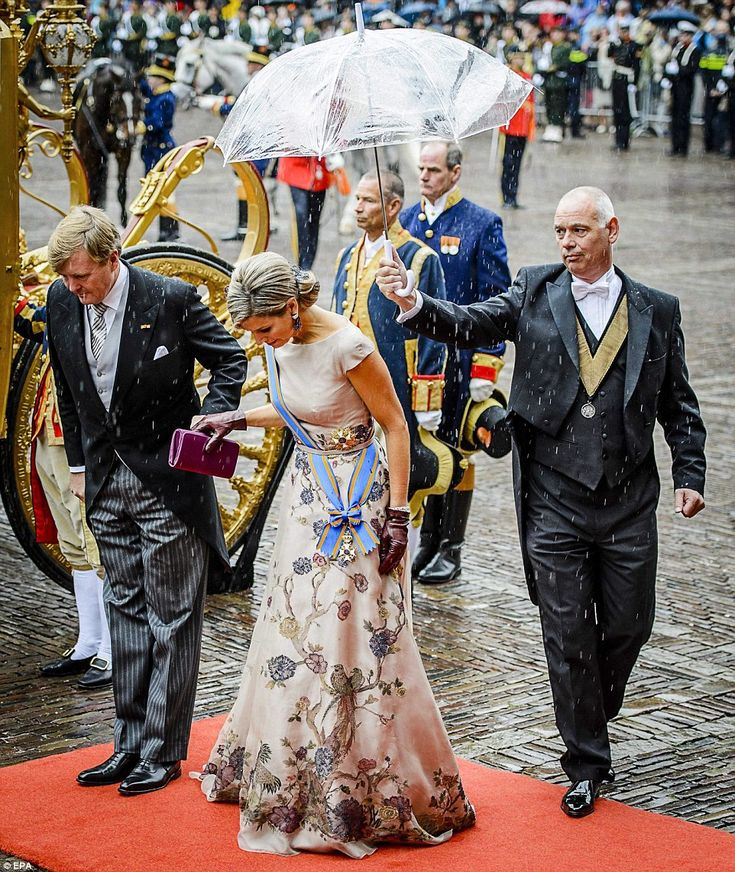 Dutch King Willem-Alexander and Queen Maxima arrive at the Binnenhof during the 'Prinsjesdag' (Prince's Day) in The Hague, The Netherlands, but are caught in the rain