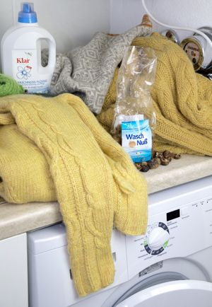 Mit Waschnüssen Wolle waschen  Stricken & Häkeln | design-wiese | Doris Wiese | Diplom-Designerin » Gaaaanz weiche Wolle durch Waschnüsse