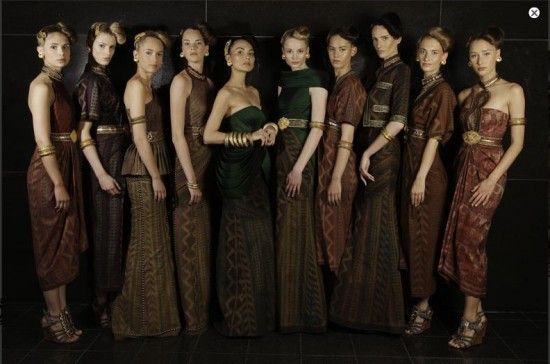 Modern+%26+Elegant+Collection+Batik+from+Indonesia+11.jpg (550×364)